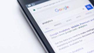 Googleを表示したアンドロイド端末