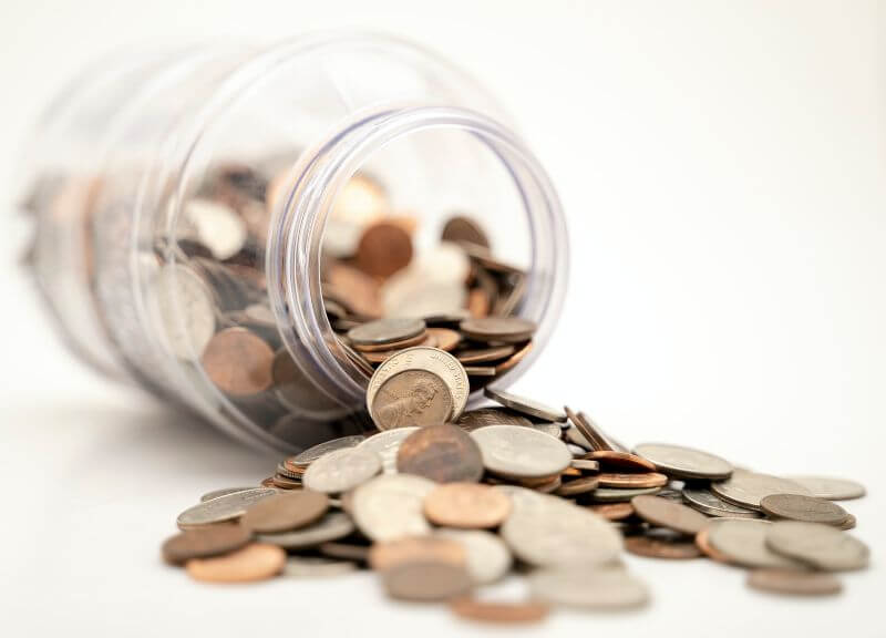 瓶から溢れるコイン